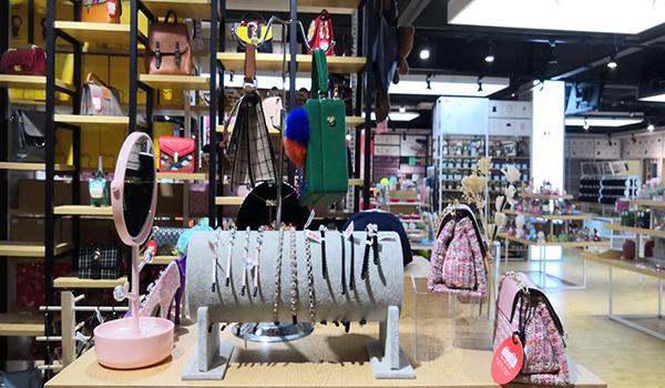开家时尚精品店要如何做好店铺经营?
