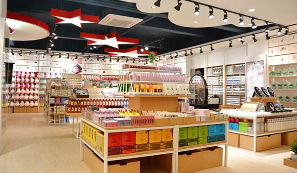 作为一个新手,该如何去选择小商品店的进货渠道呢?