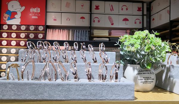 精品店如何营造良好的消费氛围,增强购物体验?