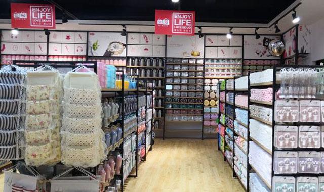 经营十元饰品店里一般都有哪些产品呢?